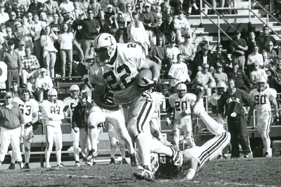 Peter Mazza breaks free on a run for Yale University football. Photo courtesy of Yale