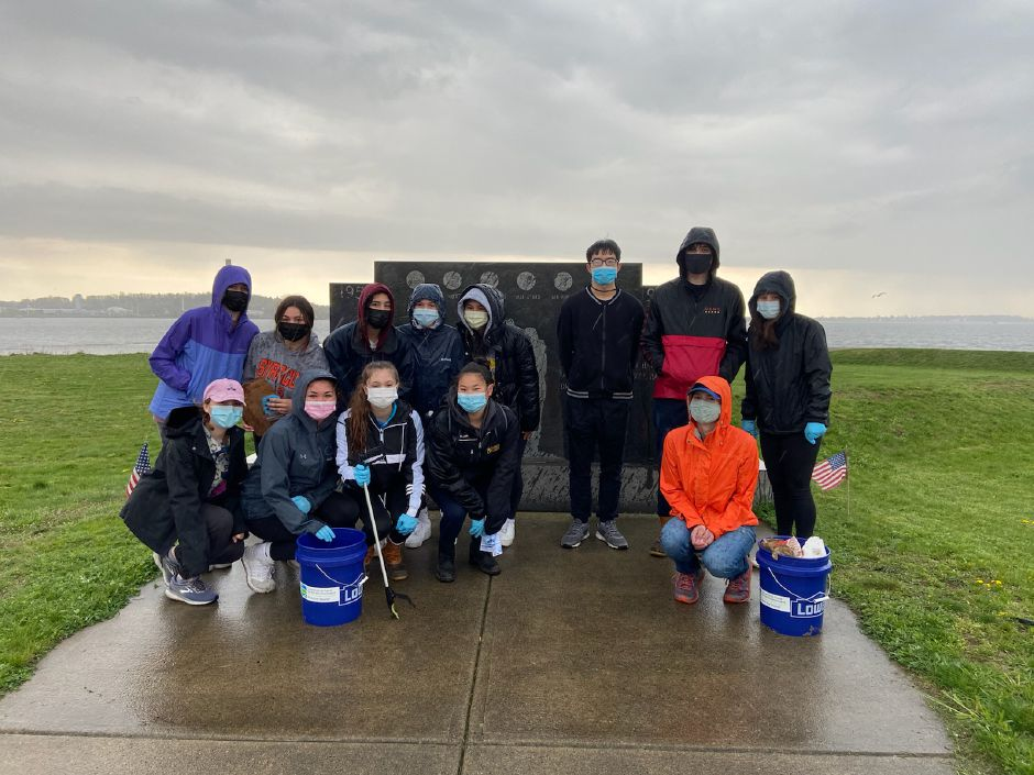 CA students remove 86 pounds of trash from the Long Island Sound. Photos courtesy of Michael Torelli
