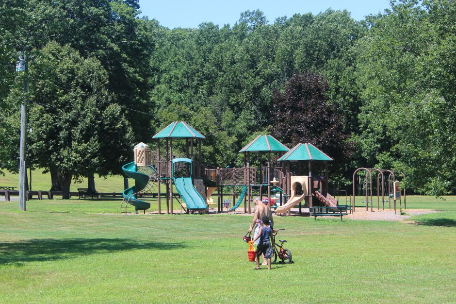 Photo taken by Mariah Melendez. Cheshire Residents enjoying a day at Mixville Park.
