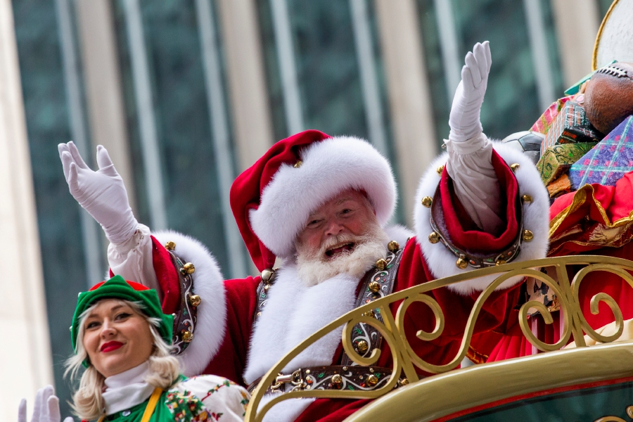 AP Photo/Eduardo Munoz Alvarez – Santa Claus waves during the Macy